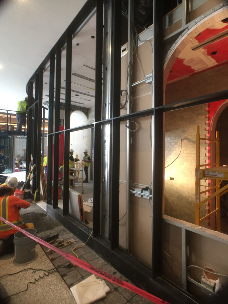 Designing the curved glass wall at Compartes